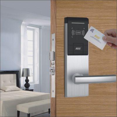 Khóa cửa thẻ từ - Đặc điểm, phân loại và cách dùng 1