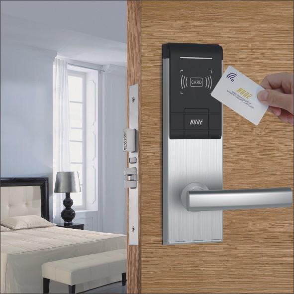 Khóa cửa thẻ từ - Đặc điểm và Chọn mua khóa cửa thẻ từ 2
